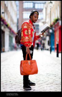 mężczyzna z torbą